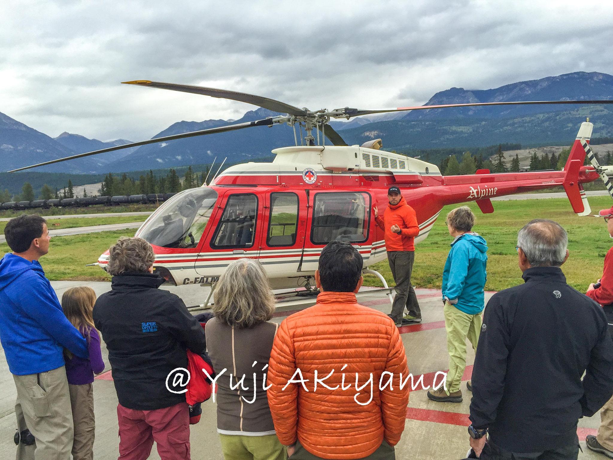 入山はヘリコプターで