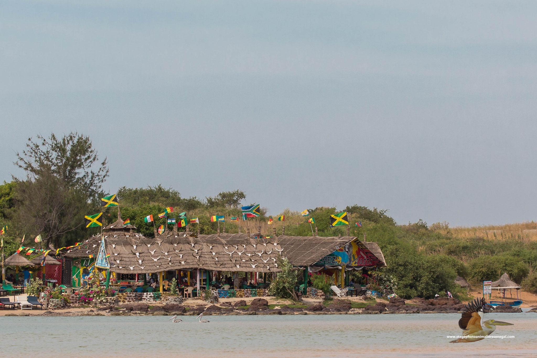 """Le bar restaurant """" chez Rasta"""" au bord de la lagune de la Somone"""