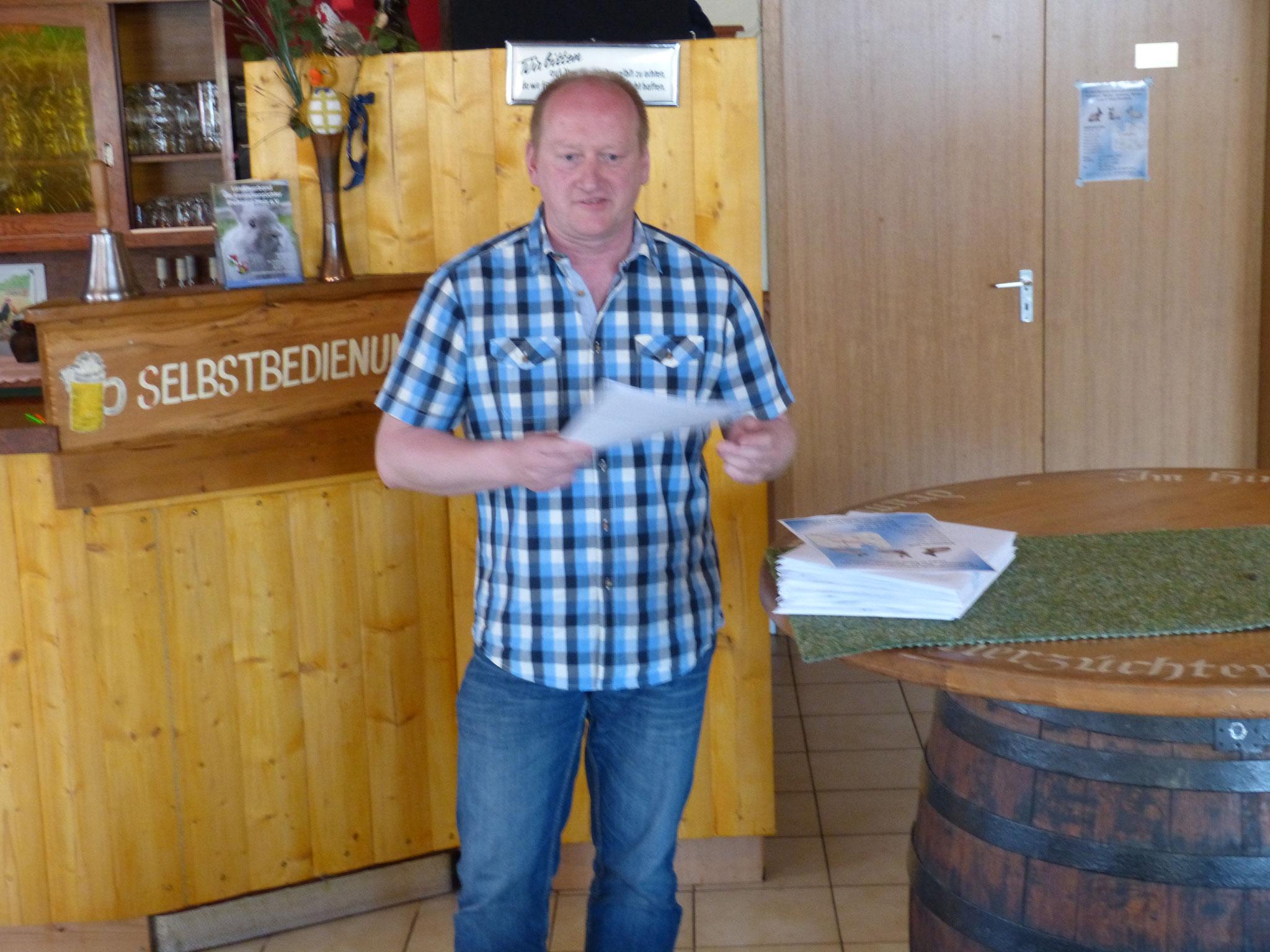 Wolfgang Kerls bespricht die Club-Vergleichsschau im Oktober und gibt Einzelheiten bekannt.