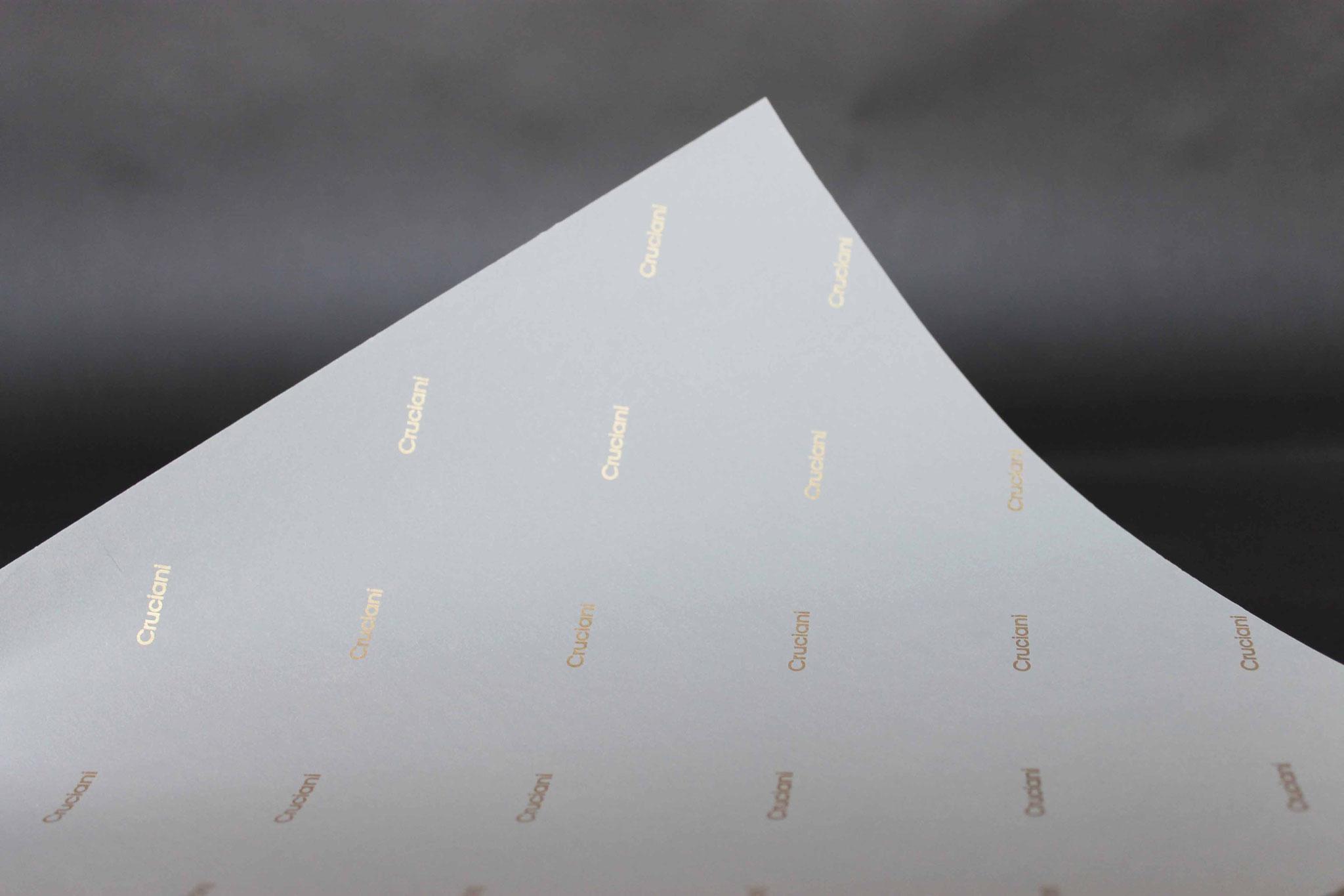 Druck: Gold, Papier: Weiß