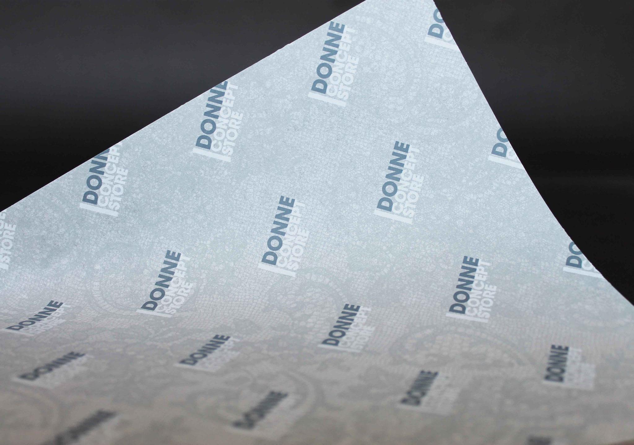 Druck: Grau und Weiß, Papier: Weiß