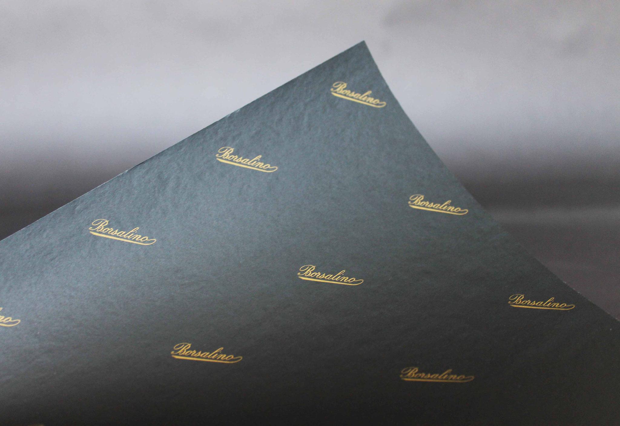Druck: Gold, Papier: schwarz durchgefärbt