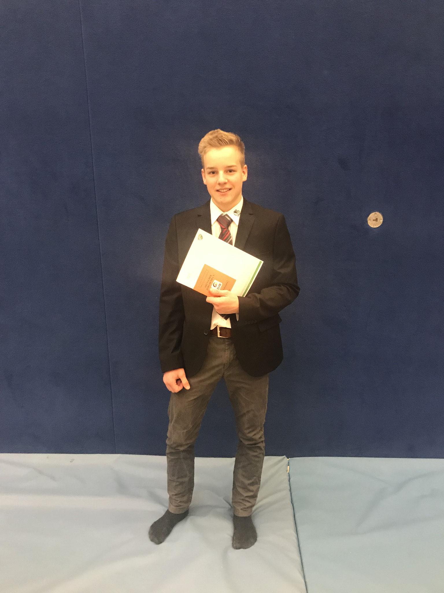 Felix Dzedzig, nach seiner erfolgreich absolvierten Kampfrichterprüfung zum Kreiskampfrichter