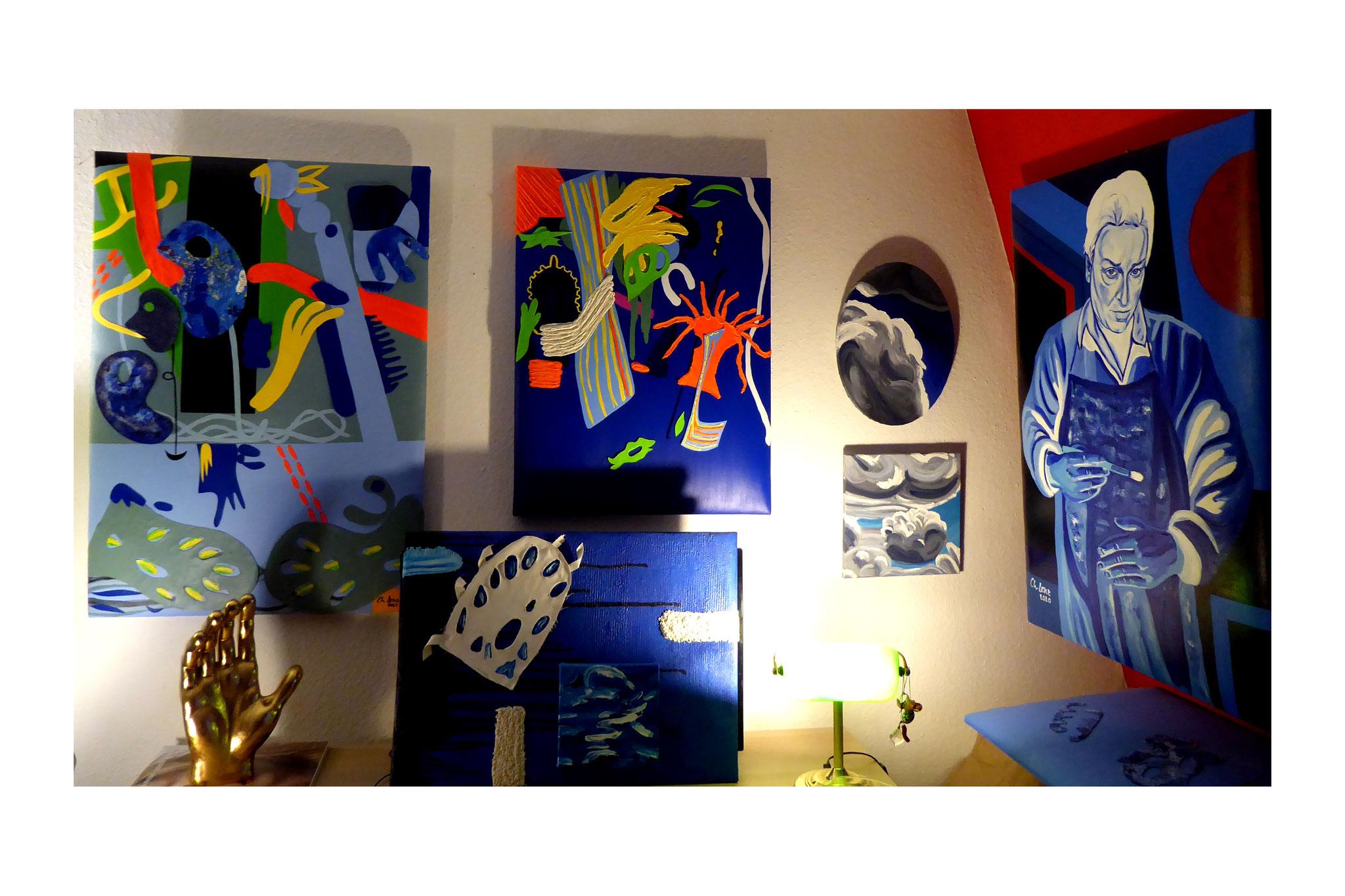 Atelierwand mit jüngsten Arbeiten von 2021 © Christian Benz