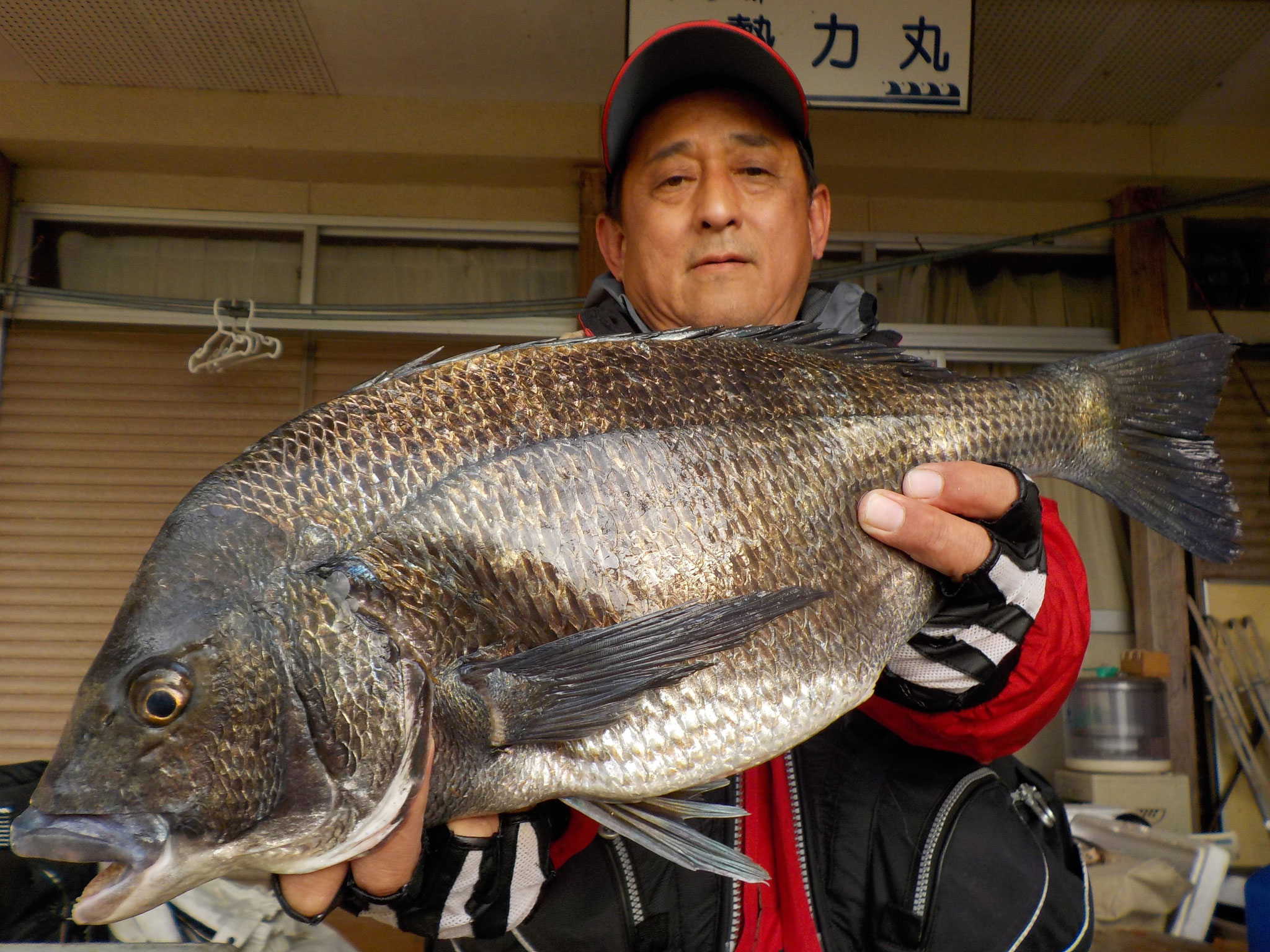 4月15日 磯釣りで清田さん ガバチン50.5㎝