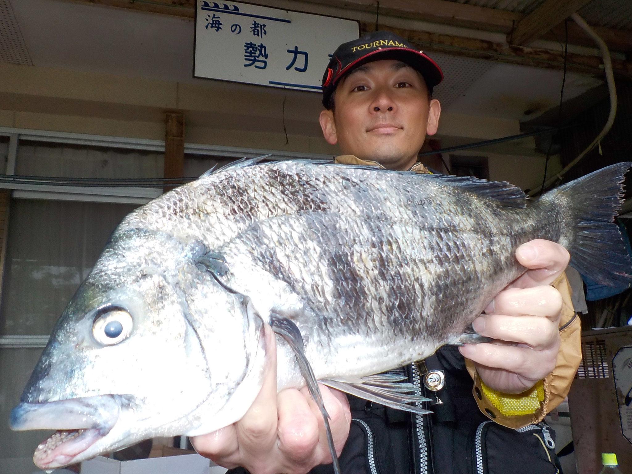 4月30日 磯釣りで渡邊さん ガバチヌ50.1㎝