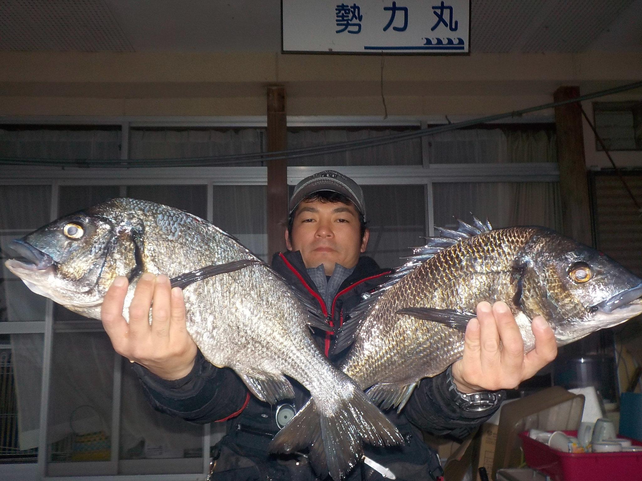 2月26日 磯釣りで山本さん ガバチヌ50.2㎝・46㎝