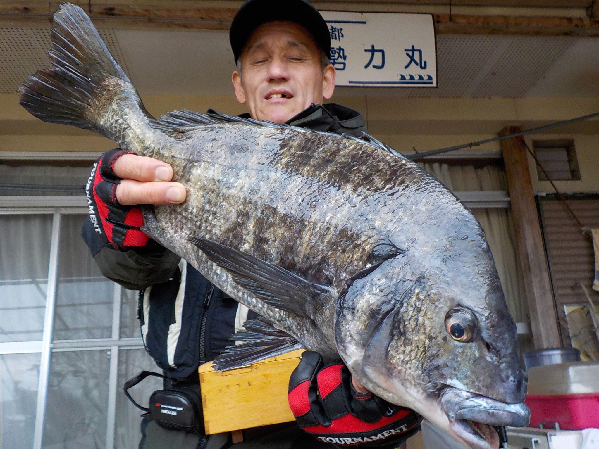 3月5日 磯釣りで多田さん ガバチヌ50.4㎝