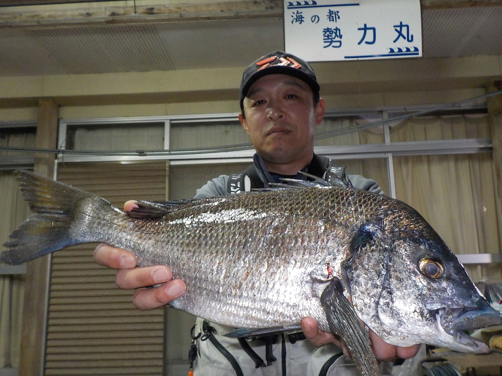 3月9日 磯釣りで千年原 征一さん ガバチヌ50㎝