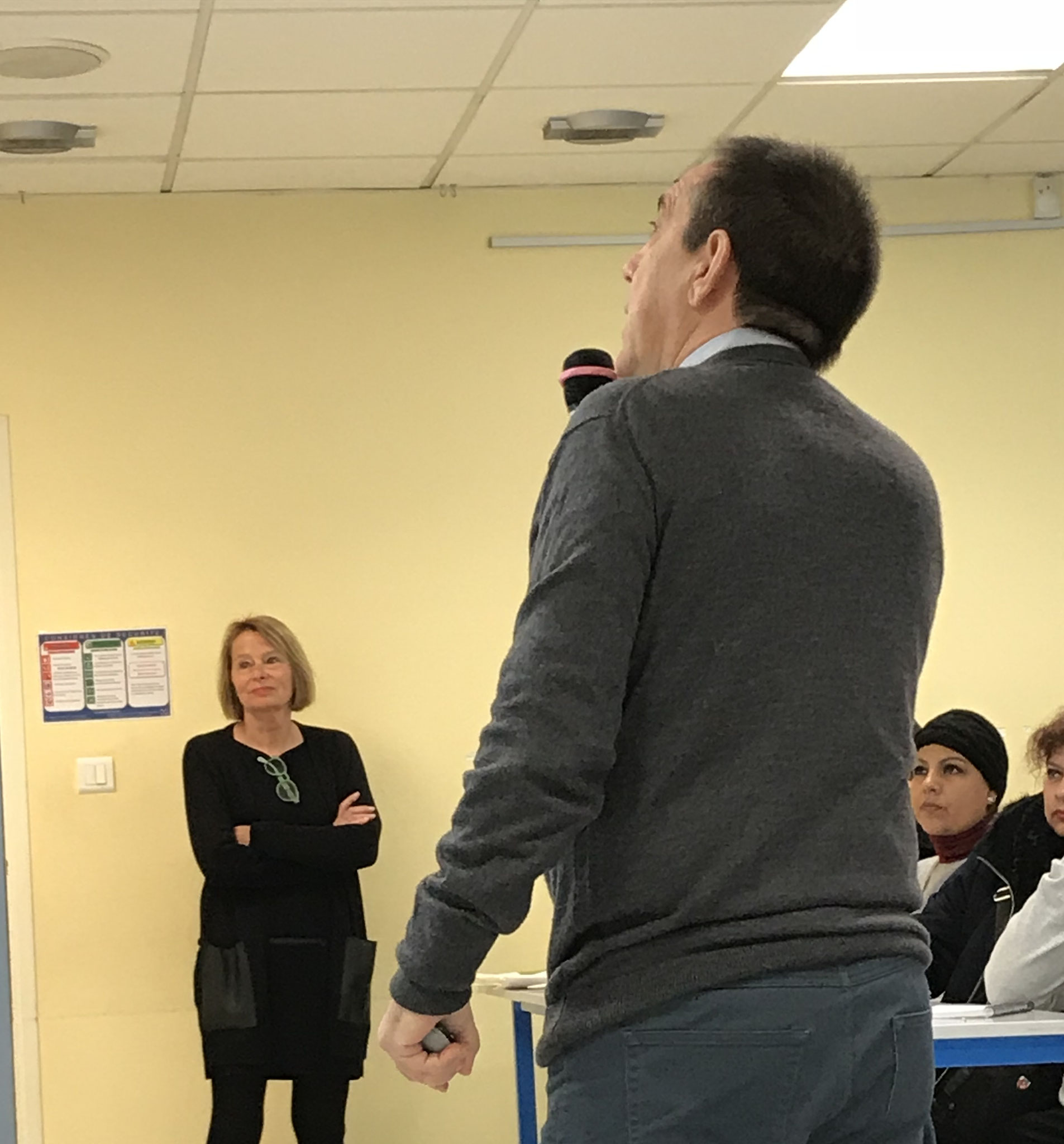 La señora Sautereau y el señor Leber presentando el Institut Limayrac.