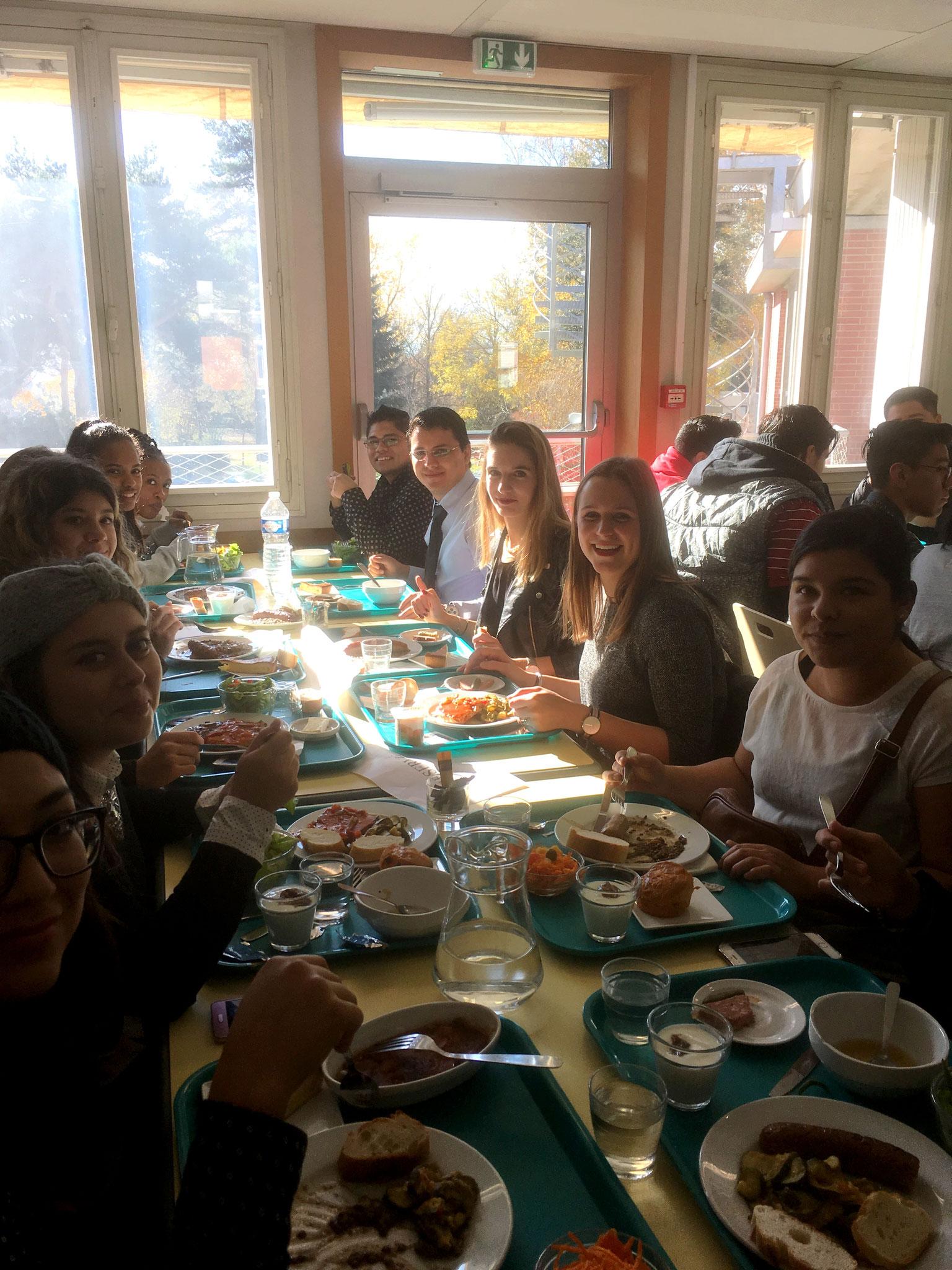 Almuerzo con los estudiantes de BTS