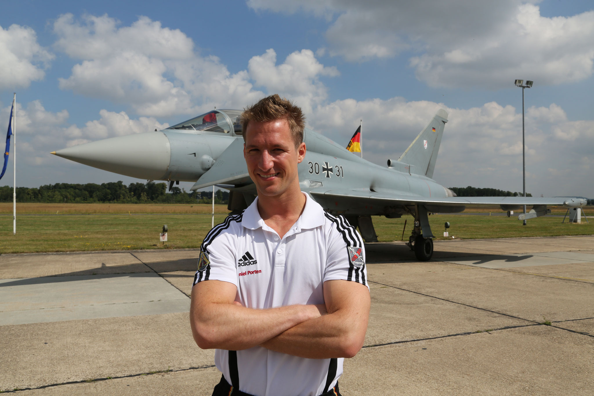 Porträtfoto vor Eurofighter