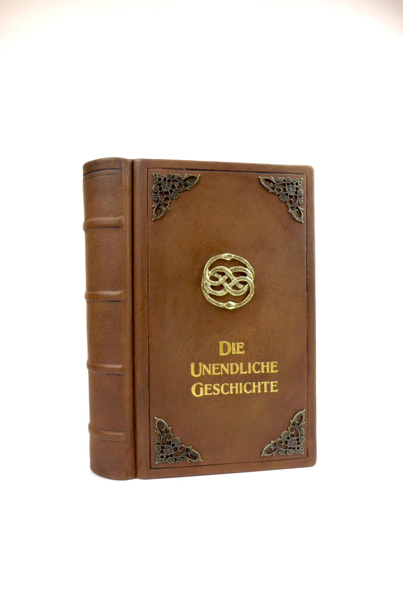Die Unendliche Geschichte Buch in Leder gebunden.