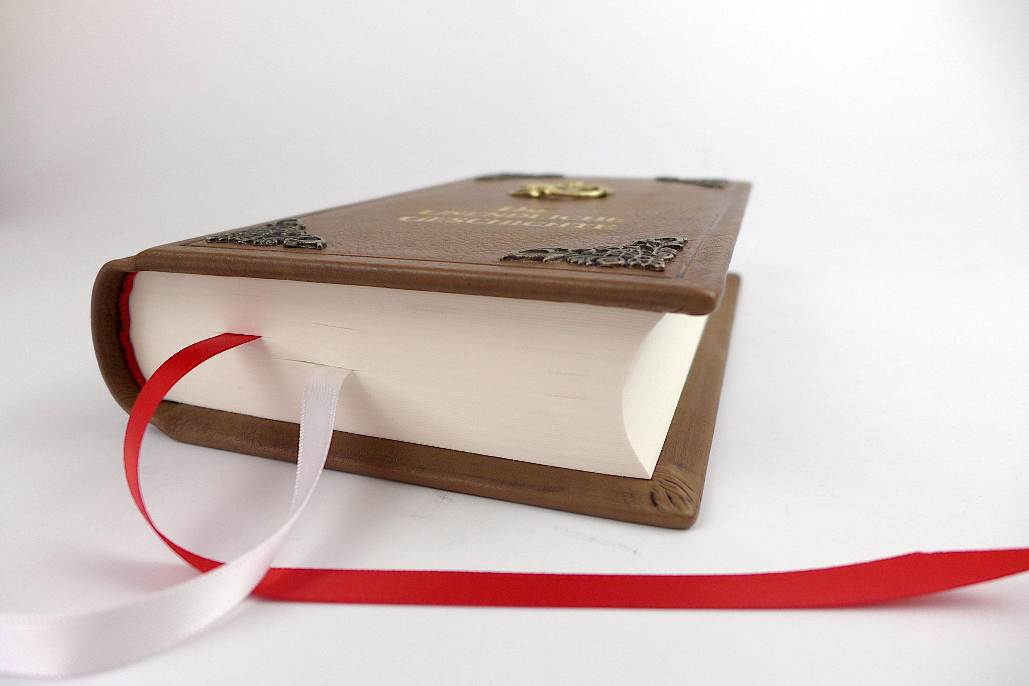 Die Unendliche Geschichte Buch im Ledereinband.