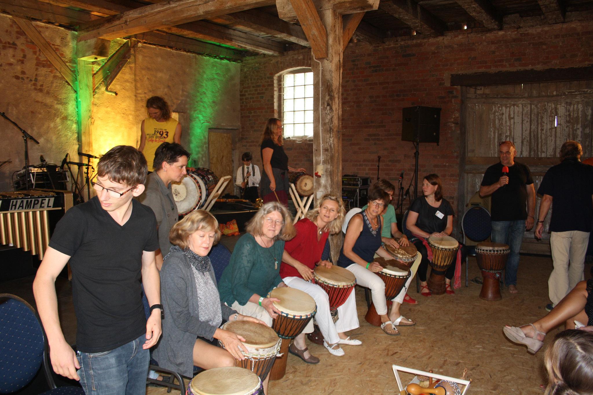 Bei der Vorstellung des Percussion Workshop...