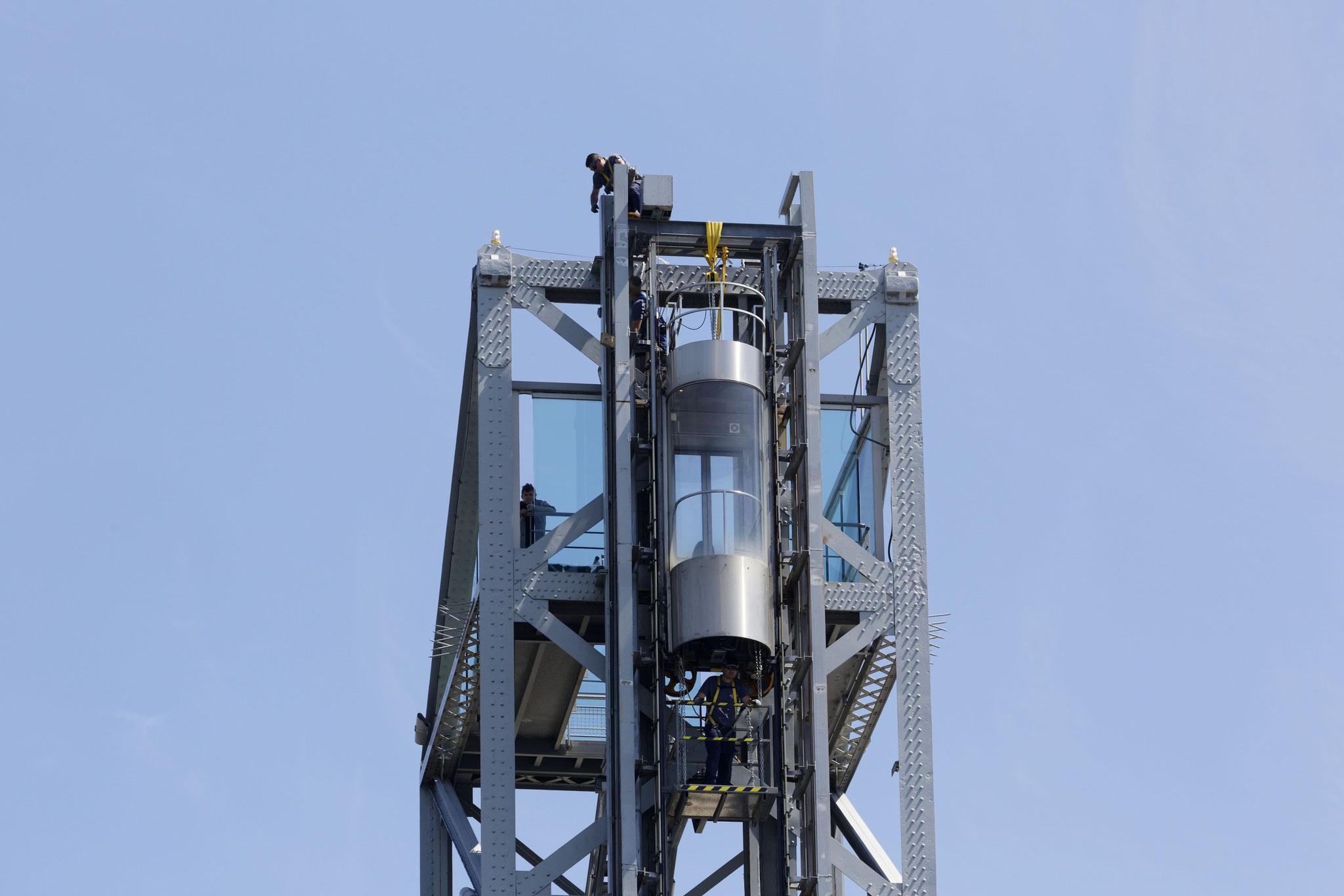 Intervention des techniciens de PACA sur le pont Eiffel de la Seyne