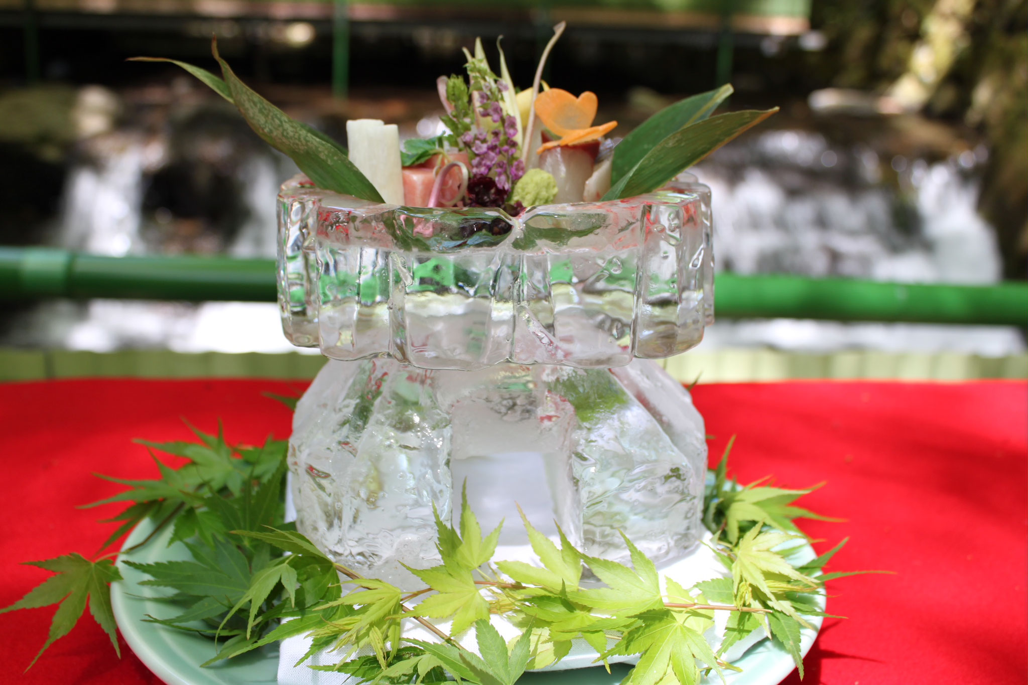 当館自慢の職人手作りの氷鉢も!