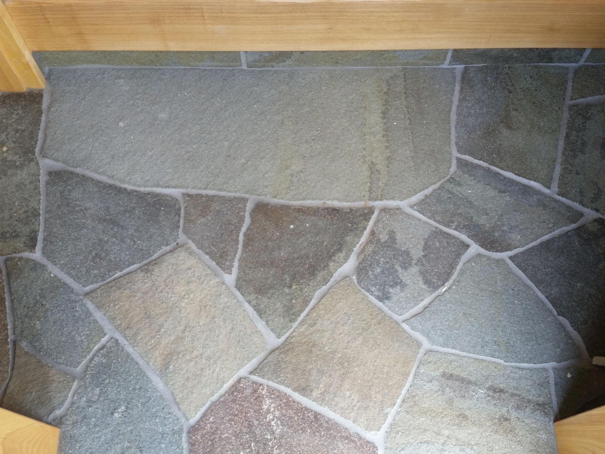 玄関床乱石張り工事 鉄平石