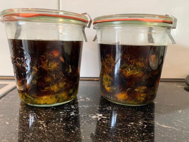 Abgekochte Blüten wieder verwenden und einen feinen Balsamicoessig zu bereiten