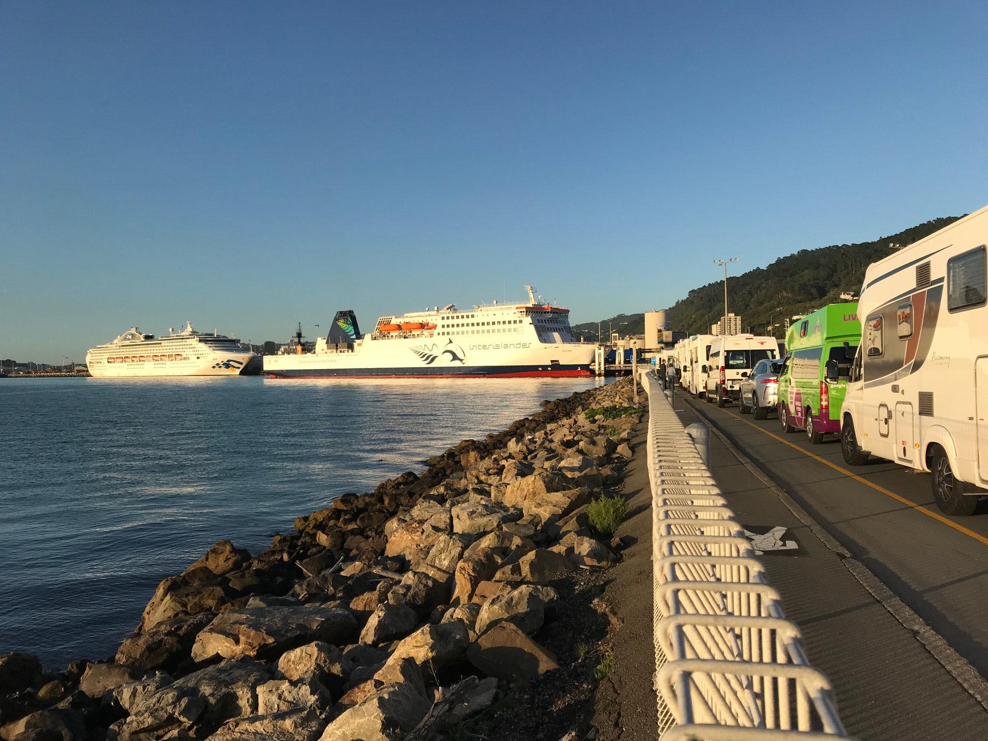 Wellington - Check In der Interislander Ferry