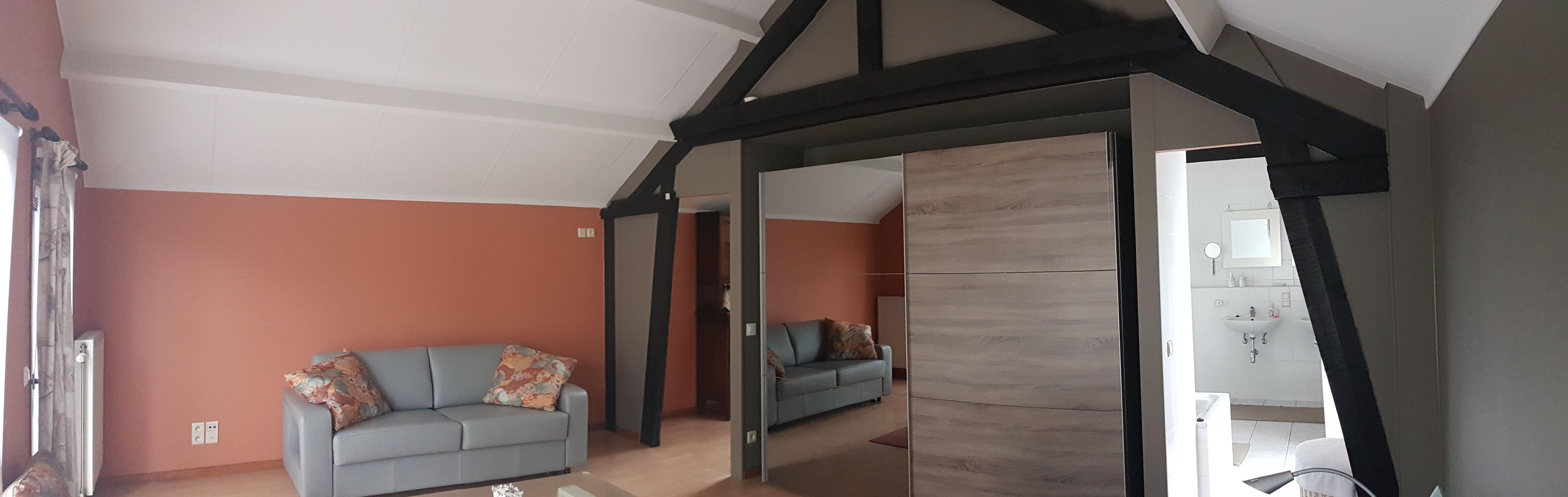 Grote Slaapkamer + Zetelbed