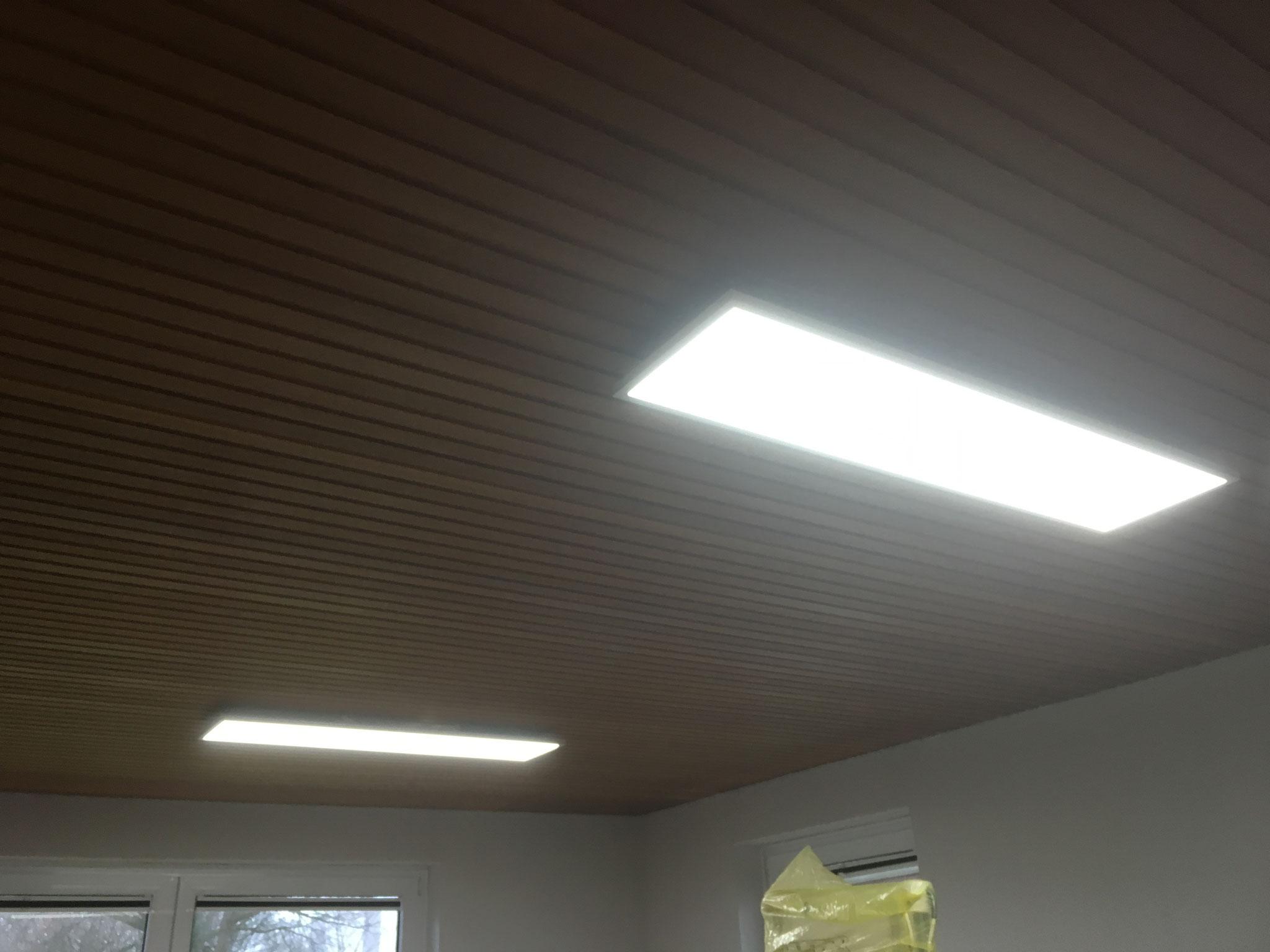 Auch die dimmbare Beleuchtung im Gymnastikraum hängt und funktioniert.