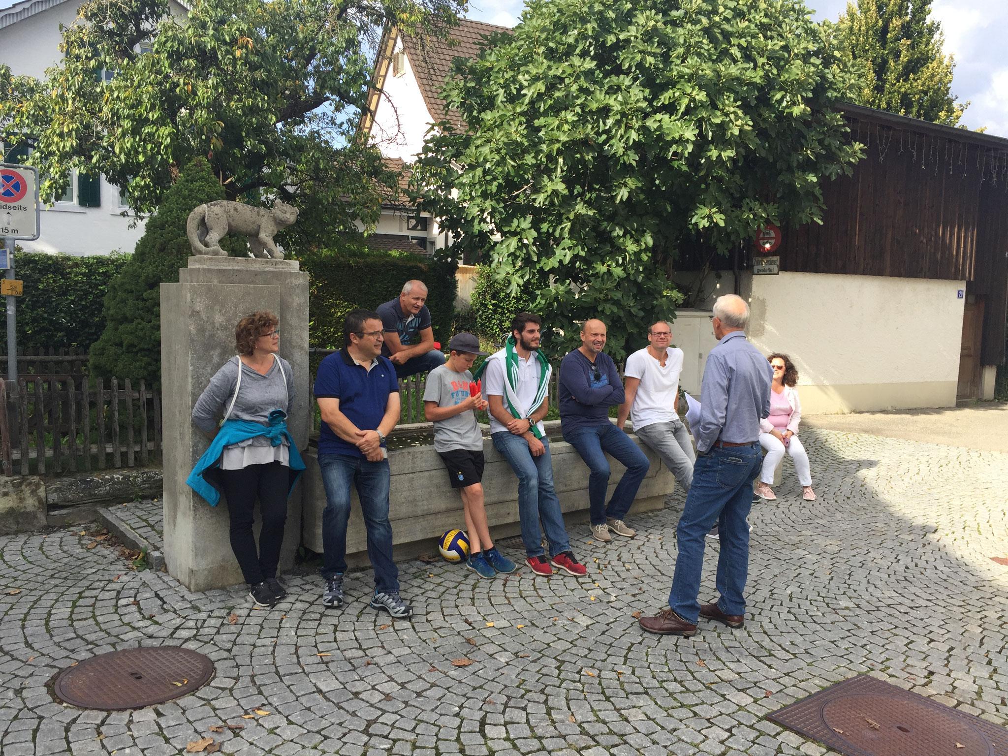 Der Spaziergang durch Thalwil führte unter anderem zum Katzenbrunnen im Oberdorf.