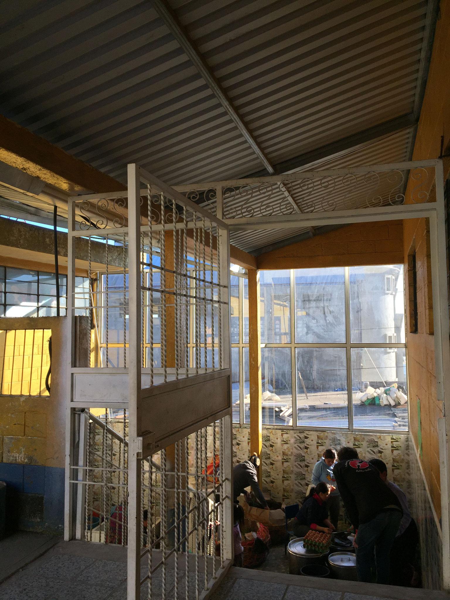 Der Eingangsbereich zur neu renovierten Schulküche.
