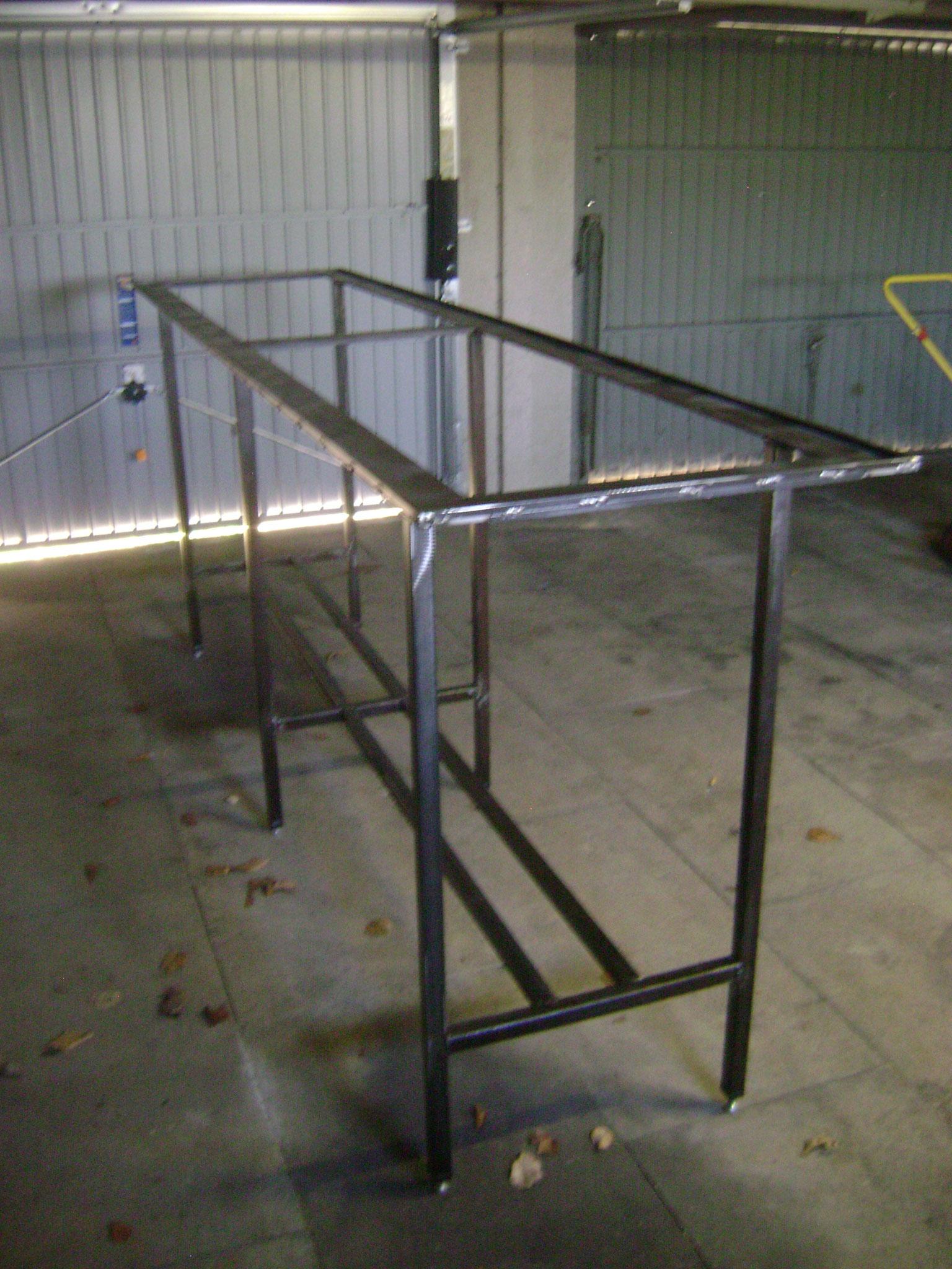 Tischgestell für Steingutfliesen