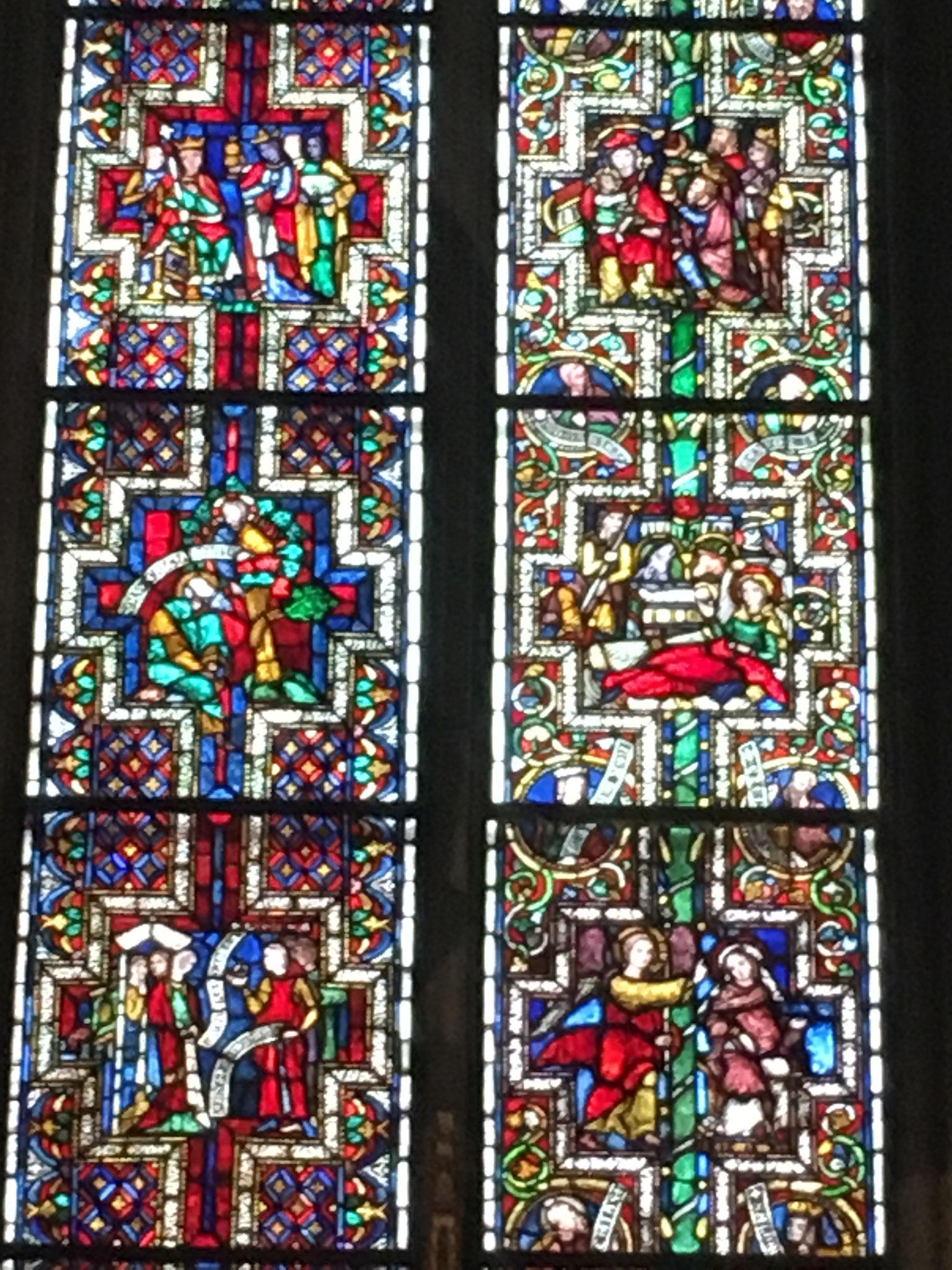 ケルン大聖堂内1300年代のステンドガラス、見事の一言