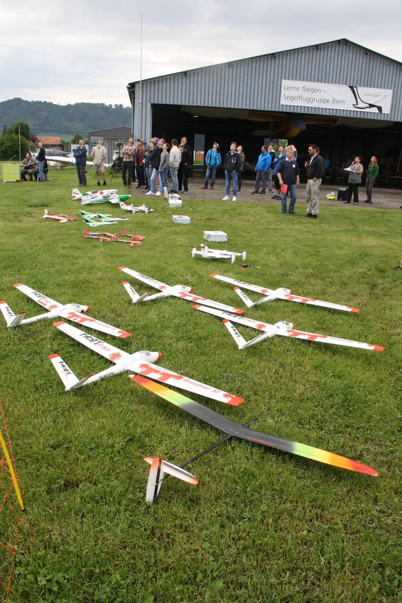 Modelflieger der Modelfluggruppe Riggisberg