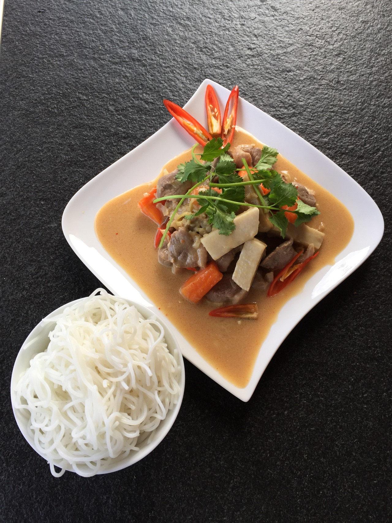 Vit nau chao - Gekochte Entefilet mit feinem gewürzt, Kokoswasser, Kokosmilch und  Gemüse.