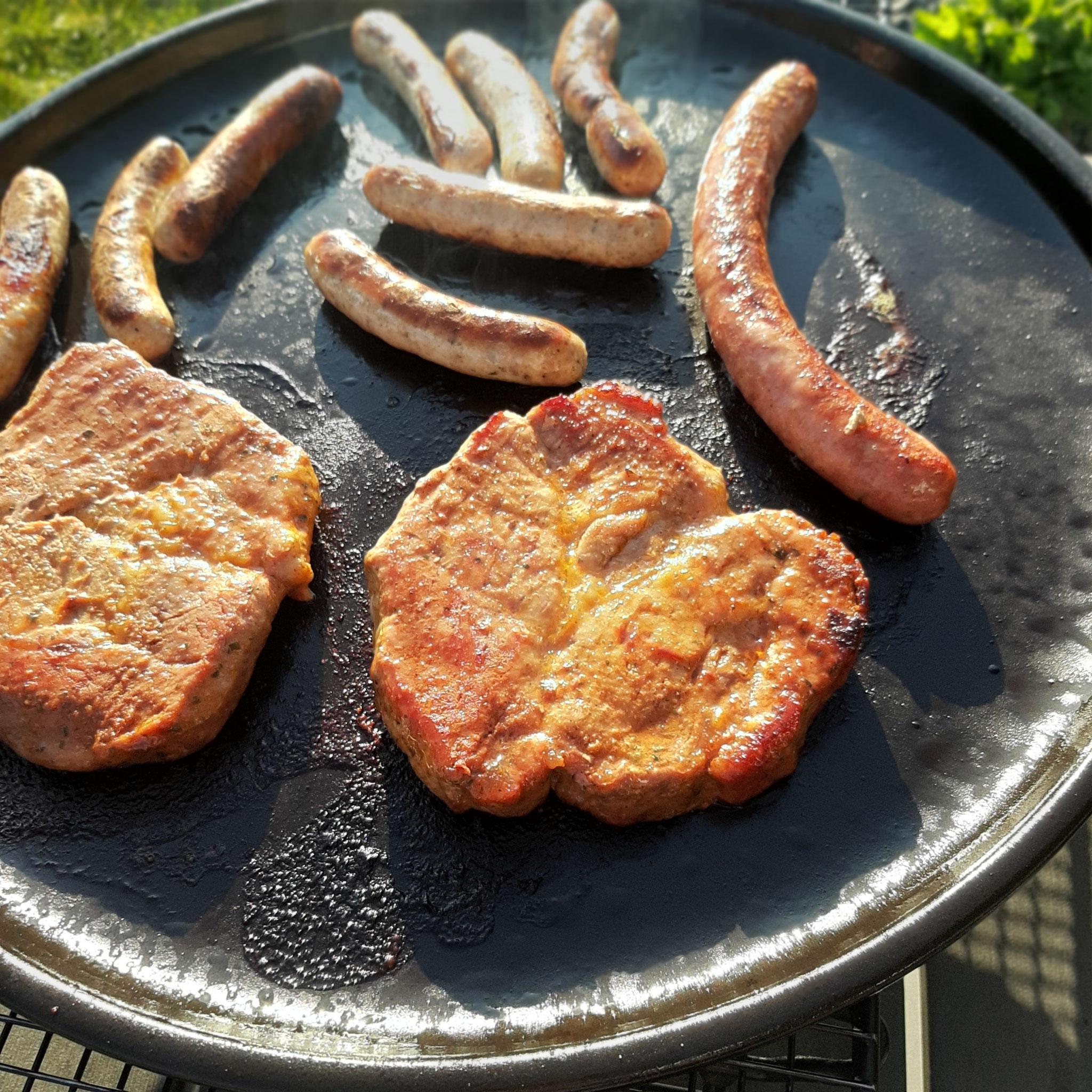 Steak und Bratwurst vom Rockcrok® Stein