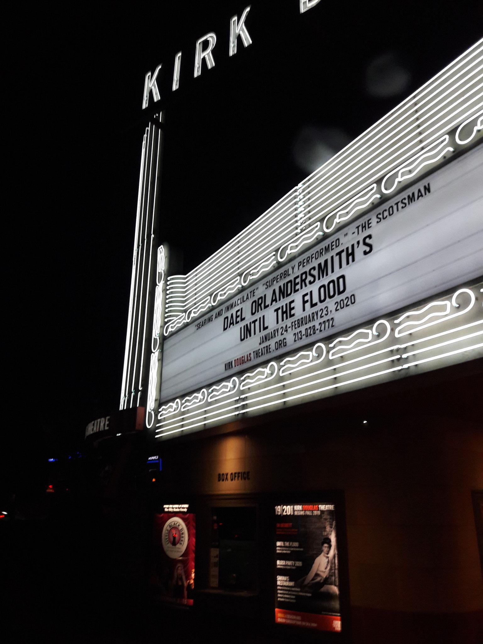 KIRK DOUGLAS THEATER un grand acteur engagé c'est lui qui sortira Don Trumbo de la black list avec spartacus réalisé par Kubrick