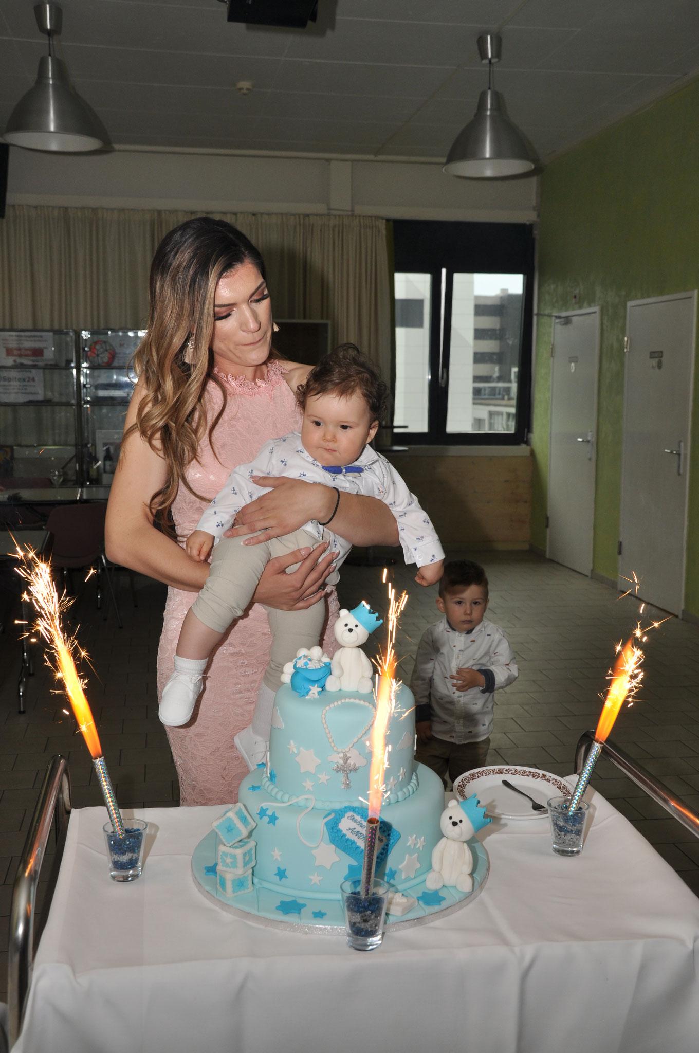 Mama Taša priremila prelijepu tortu za svog sina
