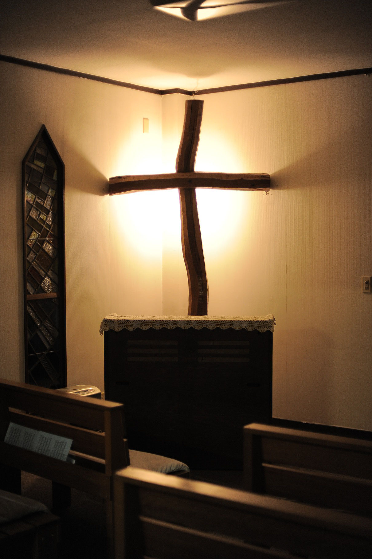 高麗聖書教会内の十字架です。photo by NOG.