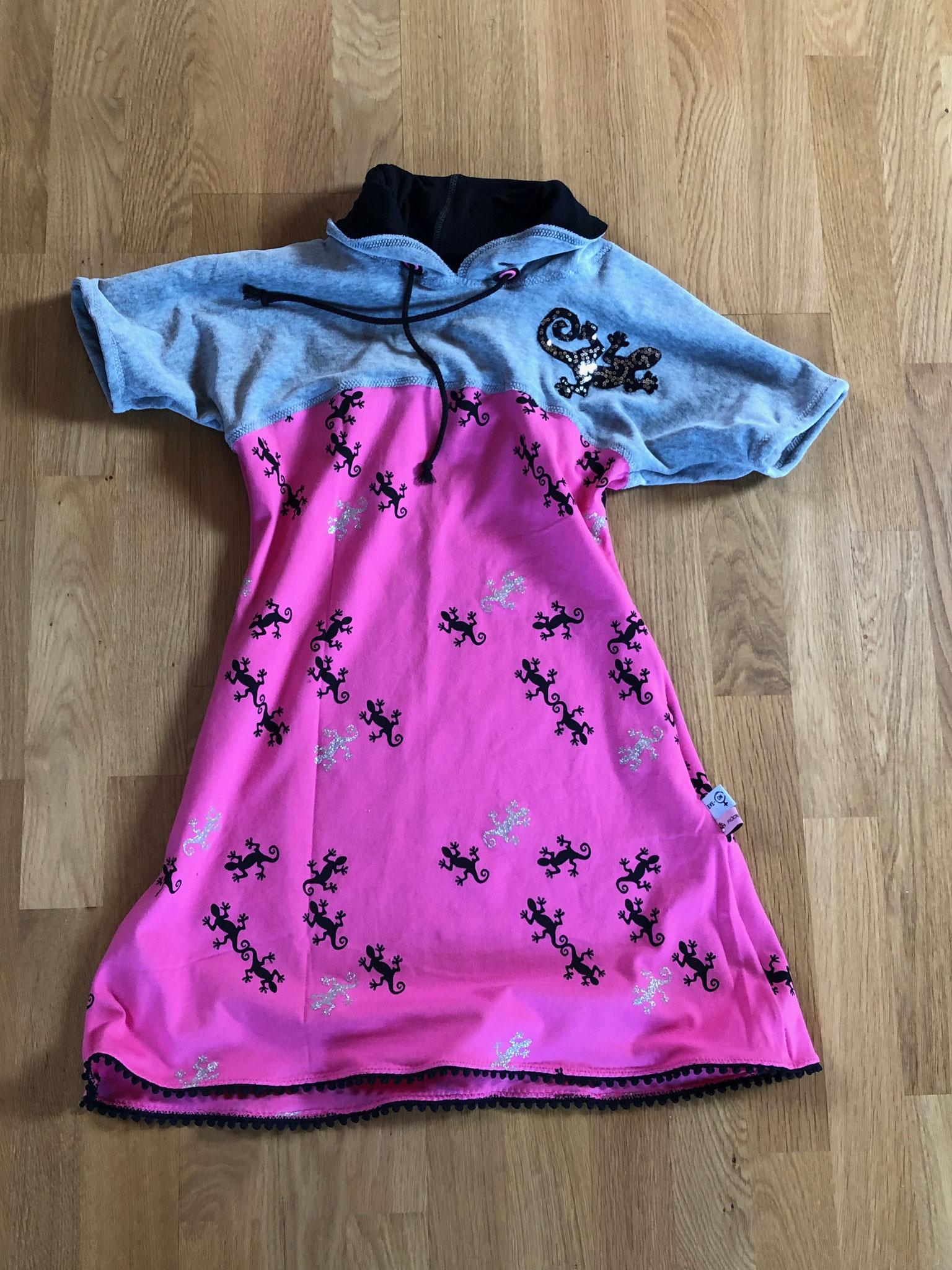 Gekko-Kleid mit selbstgemachten Applikationen