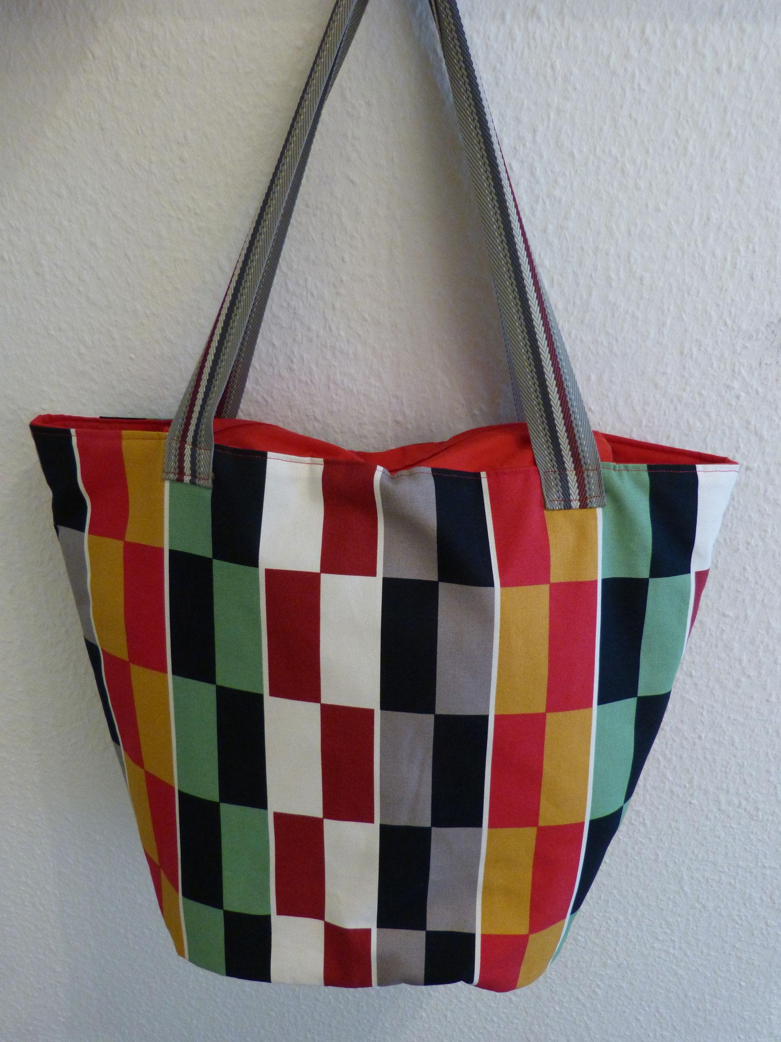 """""""Strandtasche"""" mit grafischem Design"""