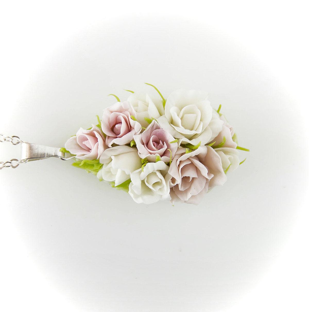 "Кулон из комплекта ""Аромат роз"""