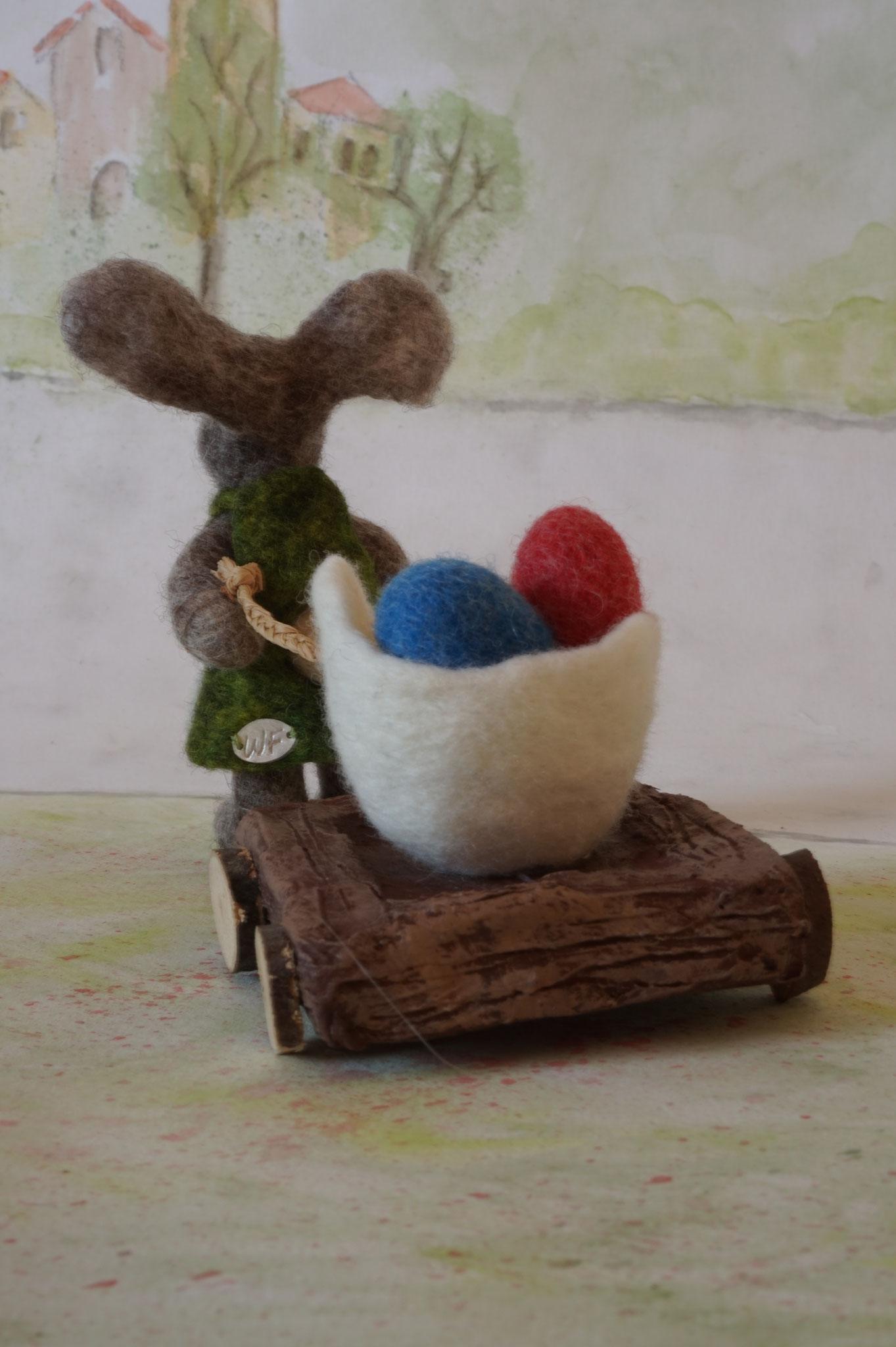 Hasenmädchen Marlene zieht den Eierwagen