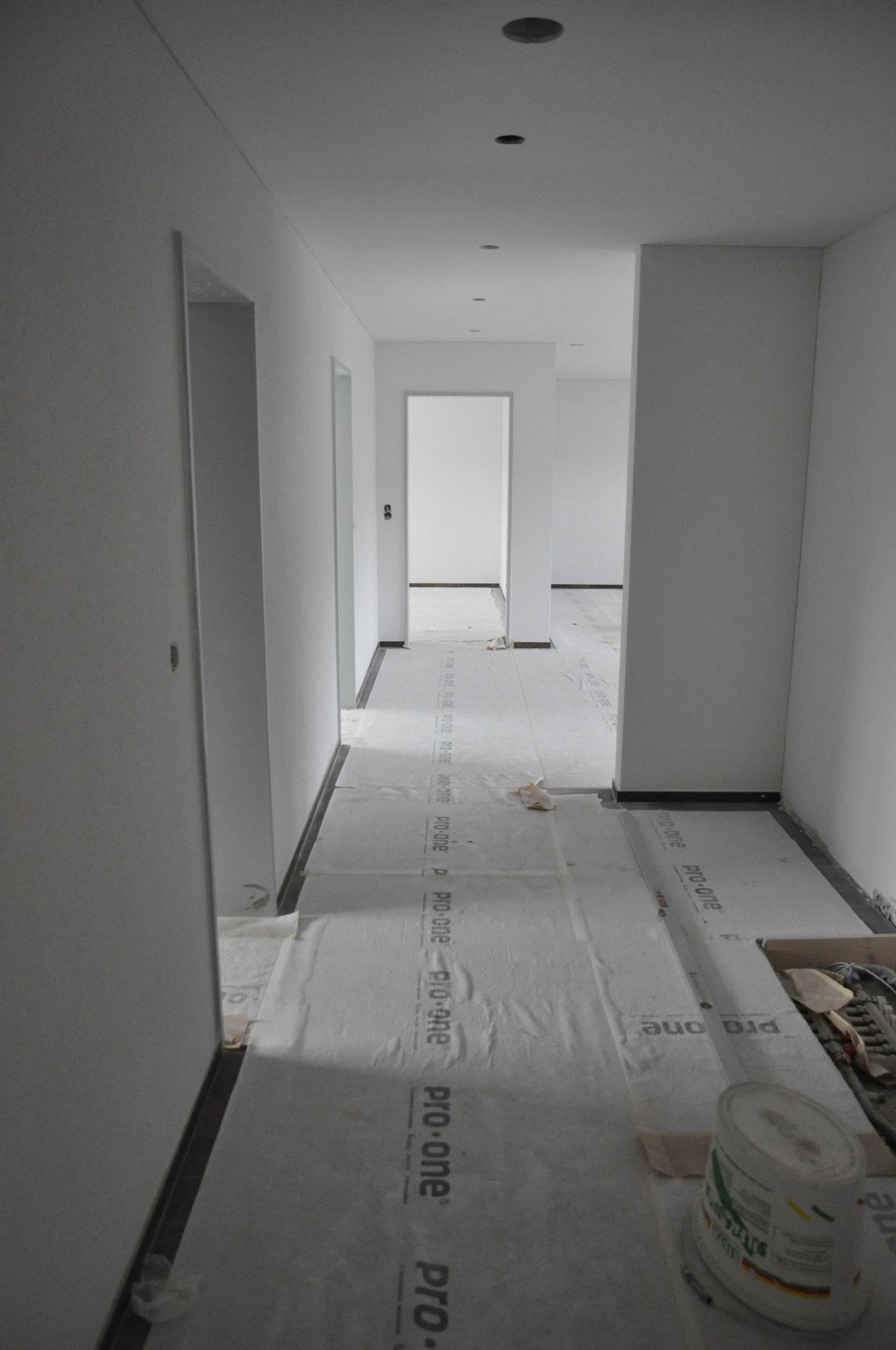 Innenausbau Gang 3,5 Zimmer Wohnung Einheit B (Mai 2016)
