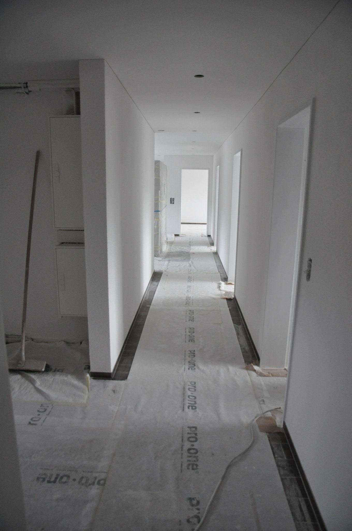 Innenausbau Gang 4,5 Zimmer Wohnung Einheit B (Mai 2016)