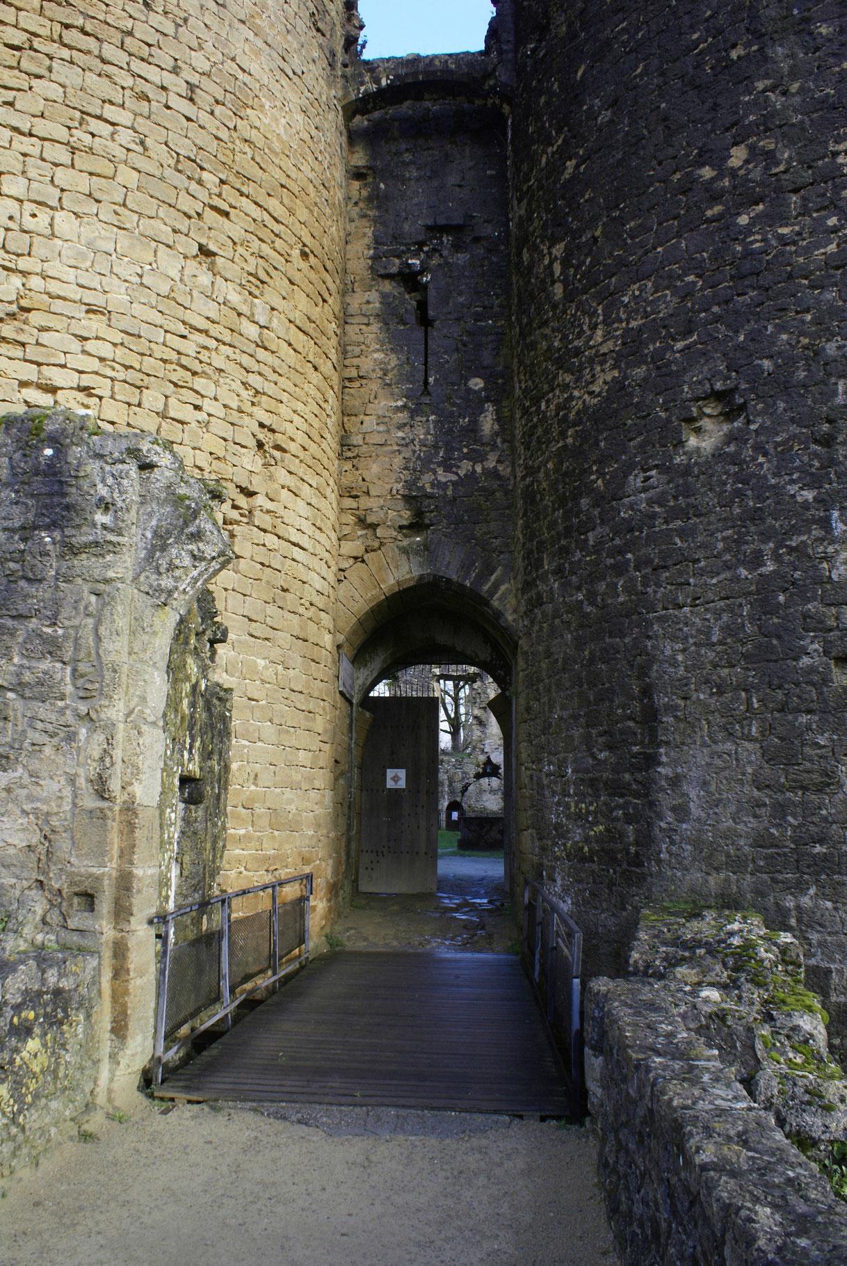 L'entrée du Château de Villandraut