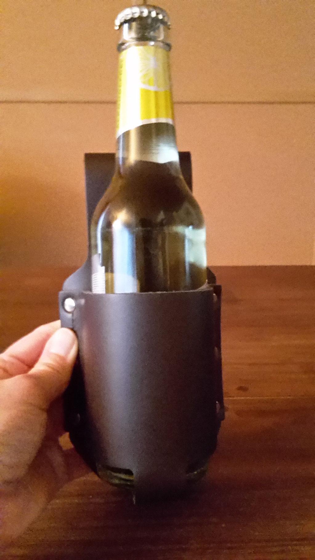 Bier Holster mit 0,33 Liter Flasche