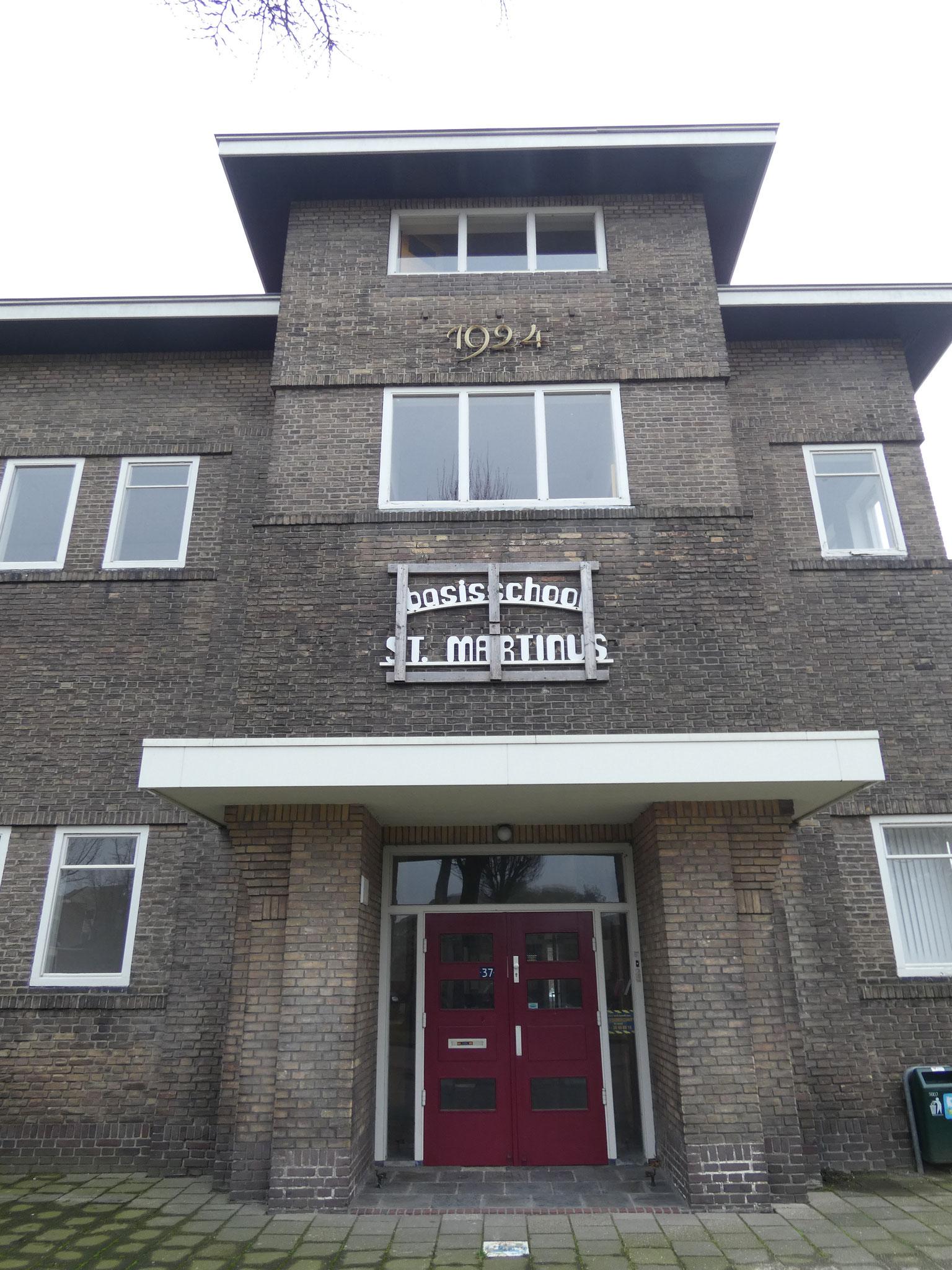 Risaliet met entreepartij van de Martinusschool.