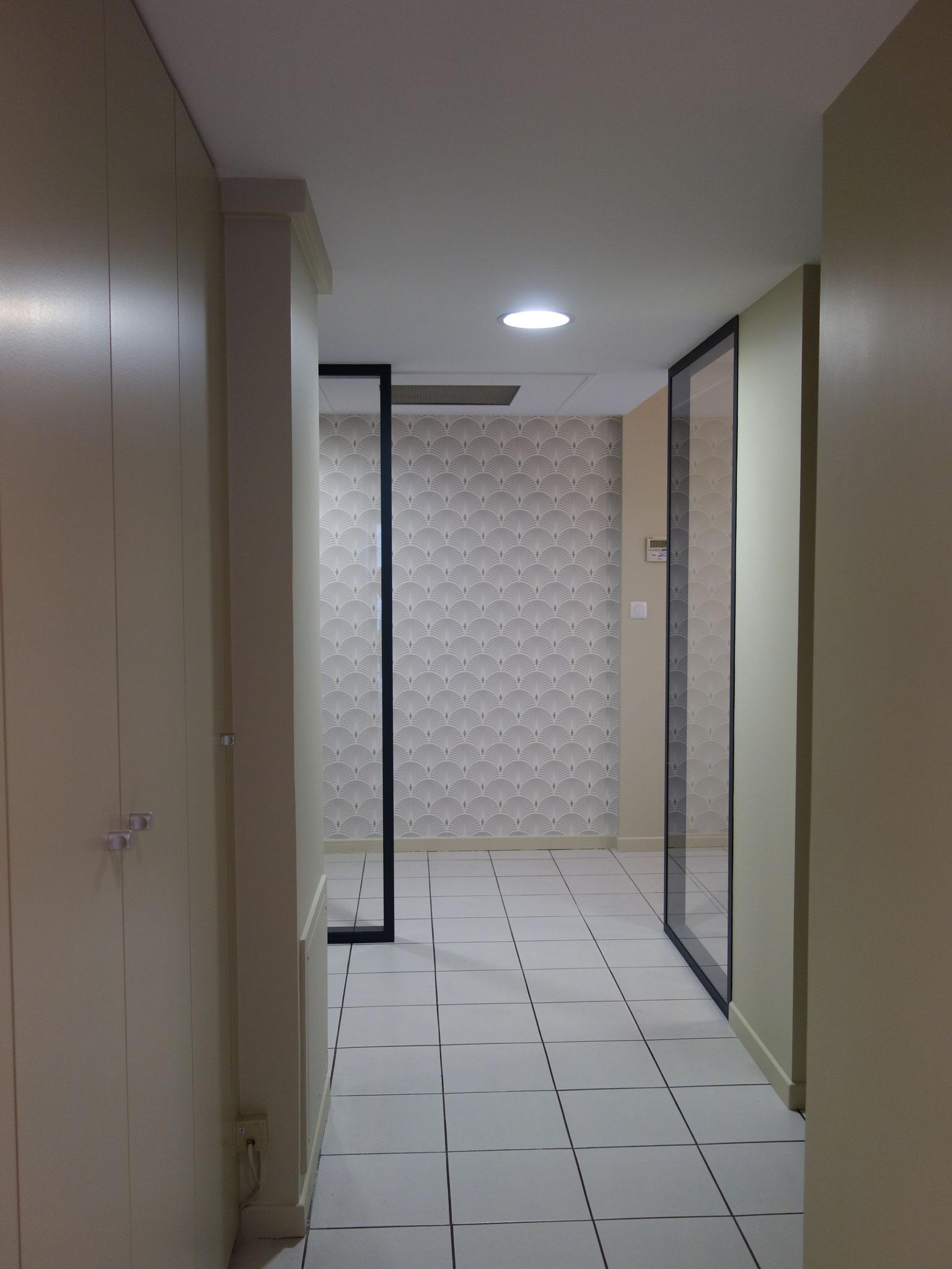 Couloir bureaux après