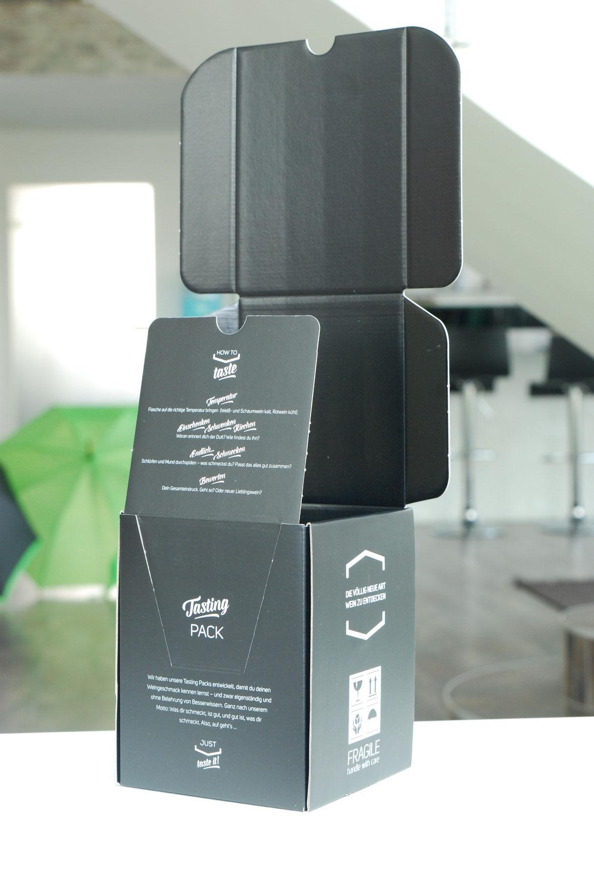 Eine Box für vier kleine Weinflaschen