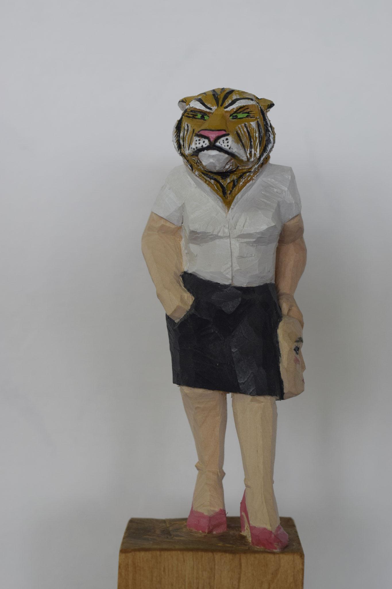 Tigerdame mit Maske