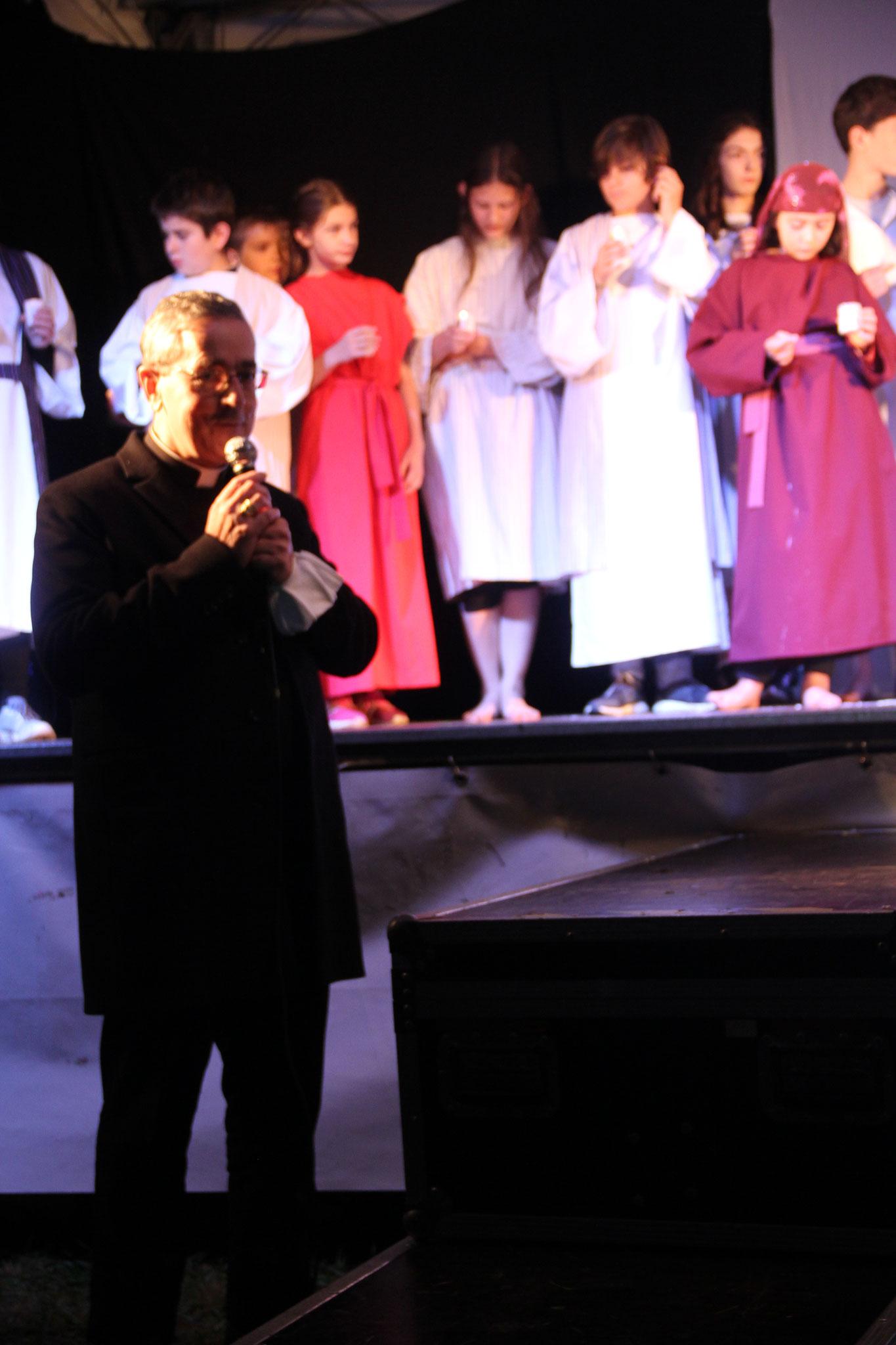 Mgr Laurent Camiade félicite les jeunes pour ce spectacle  (c) JDR
