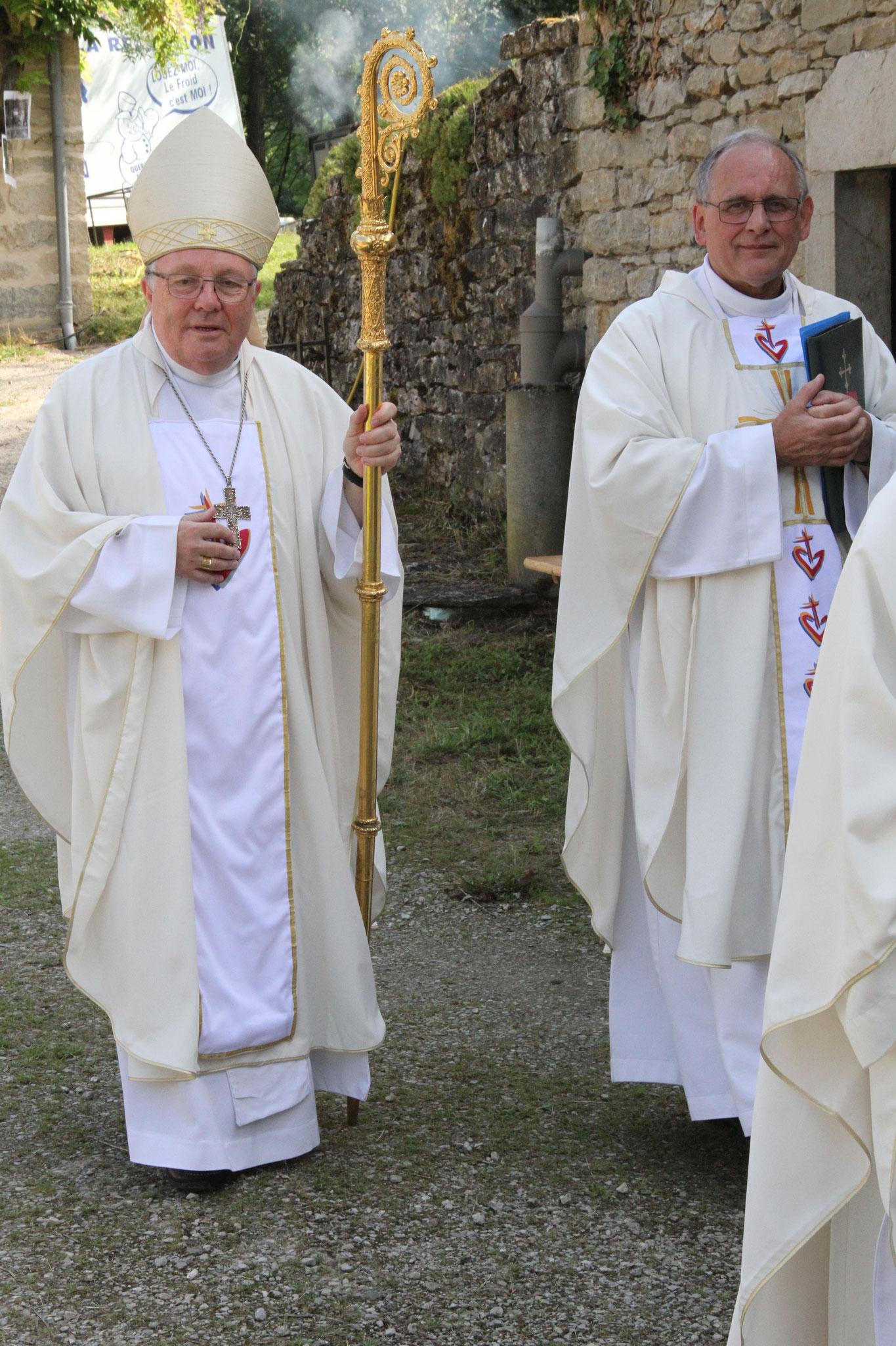 Mgr Ginoux et Père Solignac (c)JDR